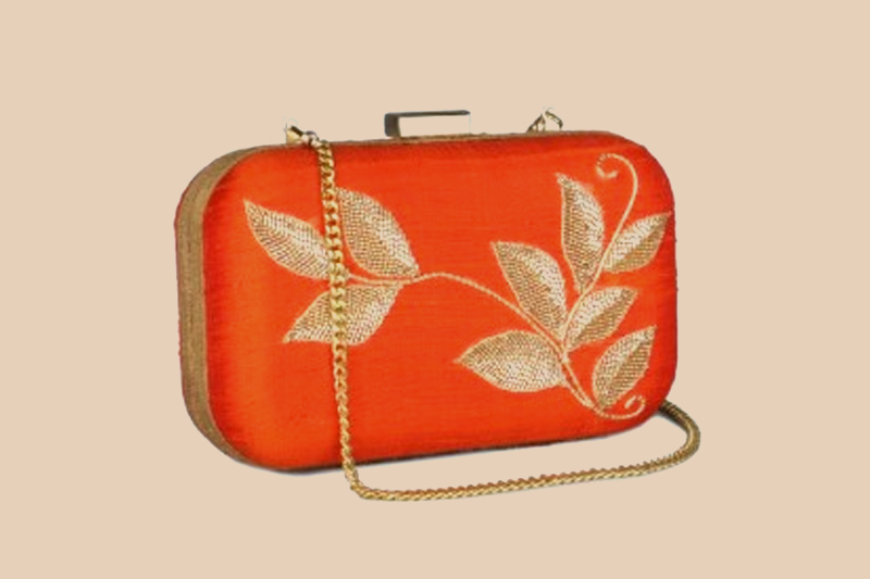 Clutch it up exquisitely - Like A Diva